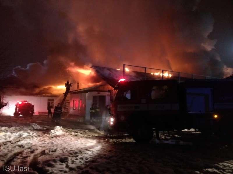 IASI - INCENDIU - DEPOZIT CU MATERIALE TEXTILE SI MASE ...  |Incendiu Iasi