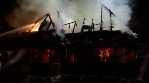 incendiu muzeul satului