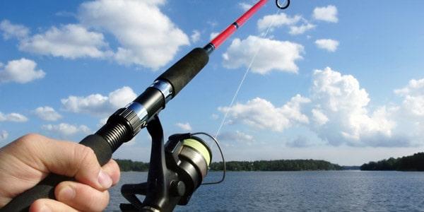 interzis la pescuit