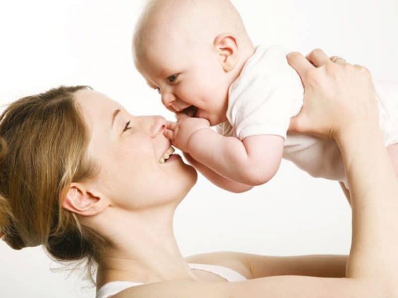 Mamele cu trei sau mai mulți copii vor putea să iasă mai repede la pensie. Condiții pentru reducerea vârstei de pensionare - Romania24.ro