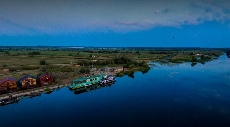 hotel plutitor
